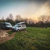Les road trip dans le jardin , c'est bien aussi! Dépaysement garantie! On profite à fond! #metz #metzville #randonnée #camping #bivouac #outdoor #cooking #conceptstore #feu #vanlife #cocooning #bushcraft #bushcrafting #trip #travel #van #barbecue #trekking #marmite #petromax #promenonsnous #promenonsnous_shop #barbecue #barbecuetime #bbq #bbqlovers #bbqtime #outtrip #randonnée #foret #nature