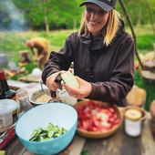 Il y a quelques temps une cliente nous a contacté pour organiser une team building! Une belle Randonnée suivie d'une soirée barbecue autour du feu! La météo a été plus que clémente pour cette soirée ! Merci @salvfurn @forge_viruce et @florencenoel2010 pour avoir géré comme des chefs! Nos convives se sont régalés ! #teambuilding #metz #metzville #randonnée #nature #barbecue #bbqtime #petromax #iamdragon #cooking #vanlife #camping #camper #barbecueparty #feudecamp #bushcraft #concepstore #france