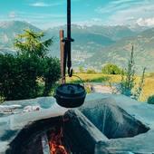 Une belle soirée barbecue avec vue sur les montagnes chez notre ami…Petromax party pour ne pas changer! #randonnée #vanlifefrance #vanlife #vanfrance #bivouac #bivouacfrance #trail #conceptstore #metz #metzville #trailfrance #bushcraft #iamdragon #petromax #brasero #cafe #nature #roadtripfrance #voyageenfrance #campingcar #camping