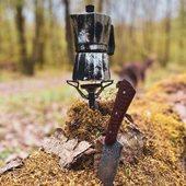 La vie est aussi simple que ça ... En attendant de vous retrouver on profite de notre périmètre de 10km pour arrêter le temps avec un bon café ☕️    #metzville #randonnée #camping #bivouac #outdoor #cooking #conceptstore #feu #cheminee #vanlife #cocooning #bushcraft #bushcrafting #trip #travel #iamdragon #barbecue #cuisine #marmite #petromax #petromaxgermany #promenonsnous #promenonsnous_shop #msr #coffee